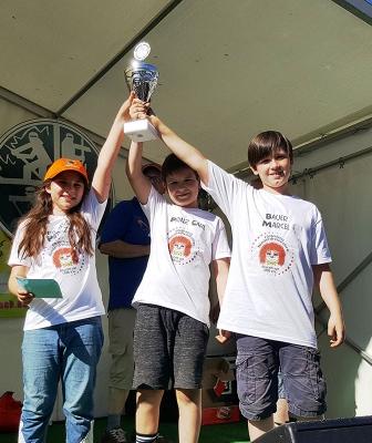 Kinderdreigestirn gewinnt Schürreskarrenrennen!